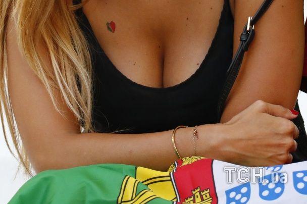 Польки у коротеньких топах та ефектні португалки. Найкращі уболівальниці Євро за 30 червня
