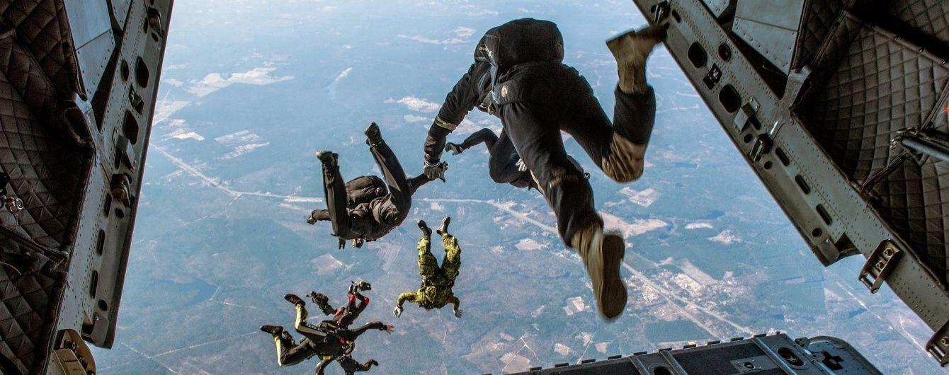 У США двоє молодих парашутистів загинули після тандемного стрибка
