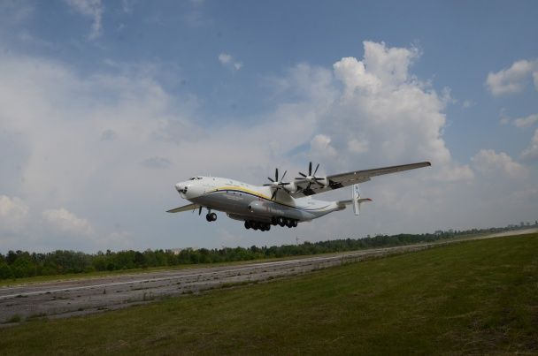 Після семирічної перерви легендарний велетень Ан-22 повернувся в небо