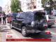 У центрі Києва невідомі обстріляли позашляховик