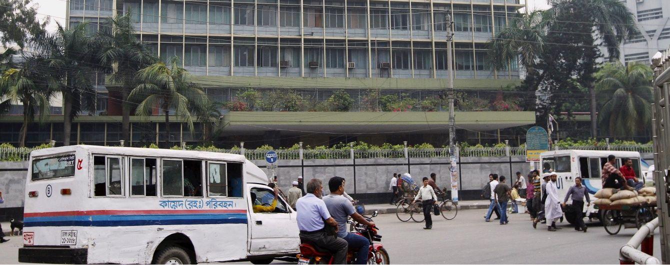 У столиці Бангладеш чути стрілянину та вибухи, в ресторані захоплені заручники