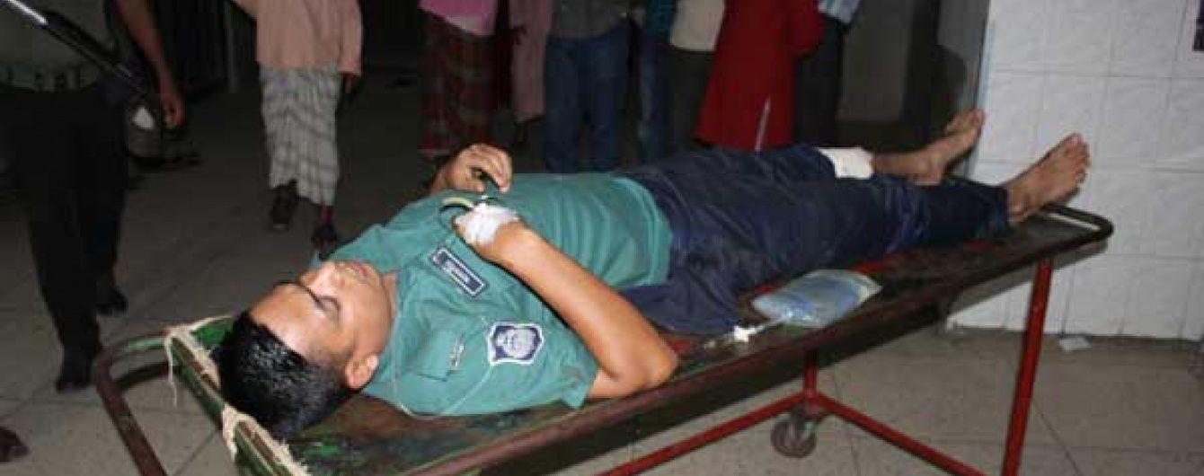 Бойовики захопили 20 заручників у ресторані і вбили поліцейського у Бангладеш
