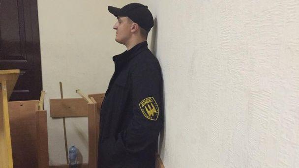 """Захист """"Баті"""": бійці, активісти і нардепи зустріли ранок у Печерському суді"""