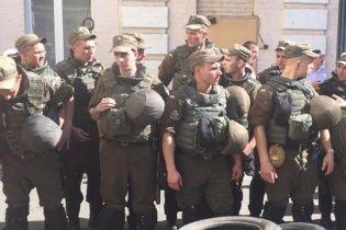 """Справа """"Баті"""". Бійці добробатів привезли під Печерський суд намети і планують їх встановити - нардеп"""