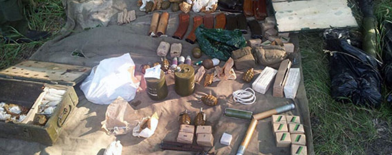 Під Харковом правоохоронці виявили схованку з великою кількістю боєприпасів