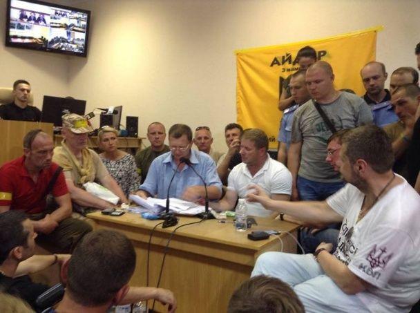 """Луценко прийшов до суду клопотатися про звільнення """"Баті"""""""