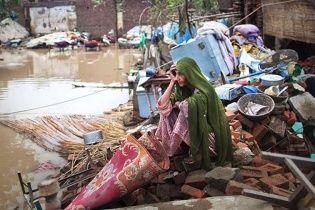 У Пакистані через повінь змило мечеть з людьми, загинули щонайменше 30 осіб