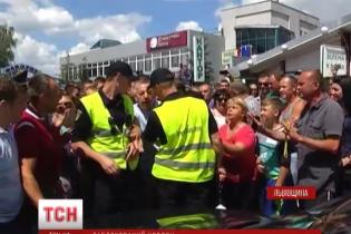 На кордоні з Польщею вирішили, що в режимі обмежень робити автівкам з польськими номерами