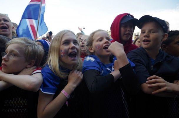Десятки тисяч фанатів розкішно зустріли збірну Ісландії після  Євро-2016