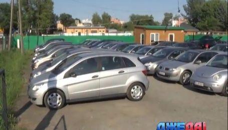 Долгожданный закон об уменьшении акциза на неновые авто таки подписал Президент