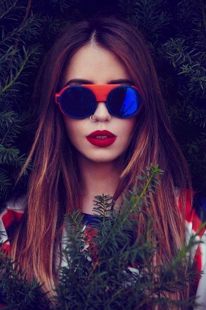 """Солістка """"Время и Стекло"""" Надя Дорофєєва спокусливо прорекламувала окуляри"""