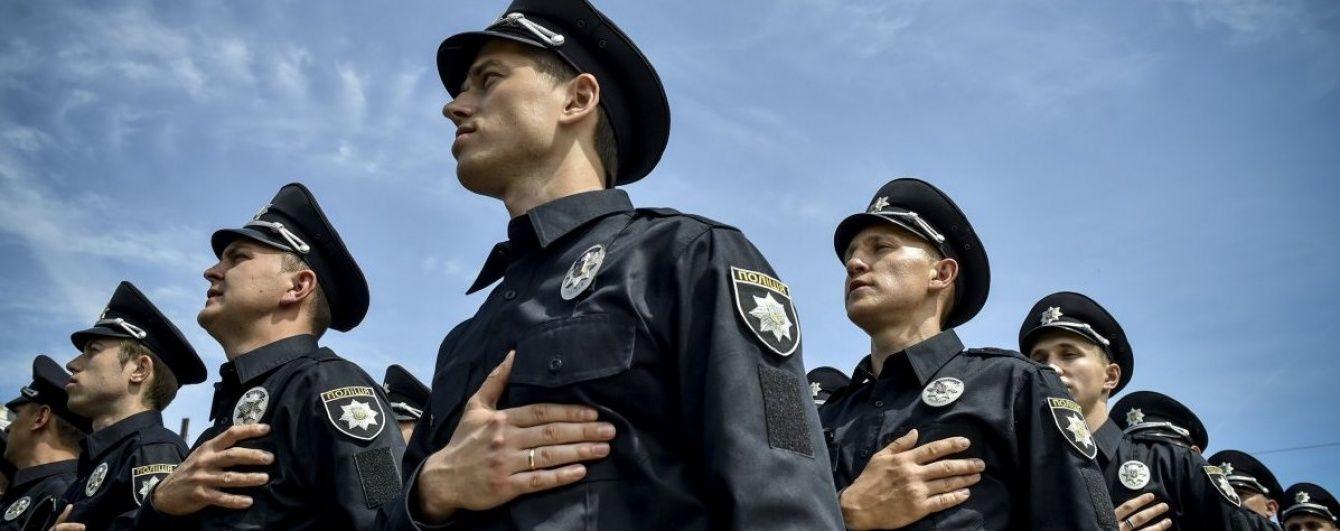 Штрафи на десятки мільйонів та сотні тисяч викликів: як минув рік роботи поліції у Києві. Інфографіка