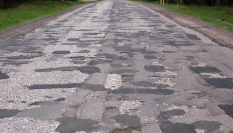 В Киеве ямочный ремонт подписали именем депутата горсовета