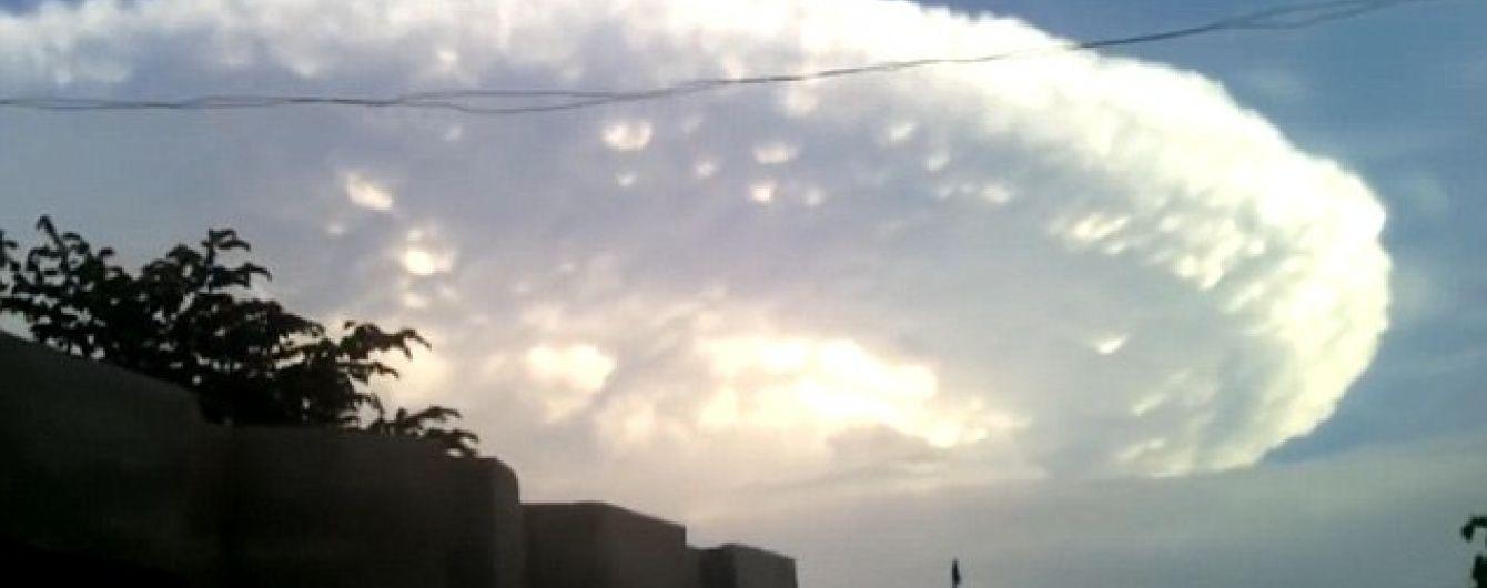 """Хмара-""""космічний корабель"""" накрила місто в Колумбії: жителям пригадалися кадри з """"Дня незалежності"""""""