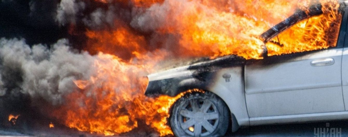 На Львівщині водій спалив свій позашляховик, на якому насмерть збив 20-річного мотоцикліста