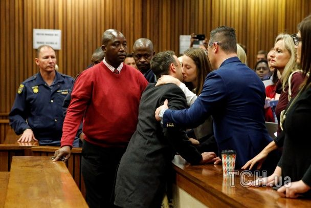 Шість років за ґратами: на суді паралімпієць Пісторіус уже не плакав і лише прощався з рідними
