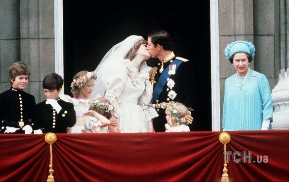 поцілунок Чарльза та Діани