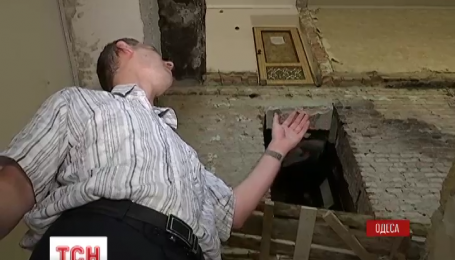 """Почему жители разрушенной одесской """"хрущевки"""" все еще ждут восстановления дома"""