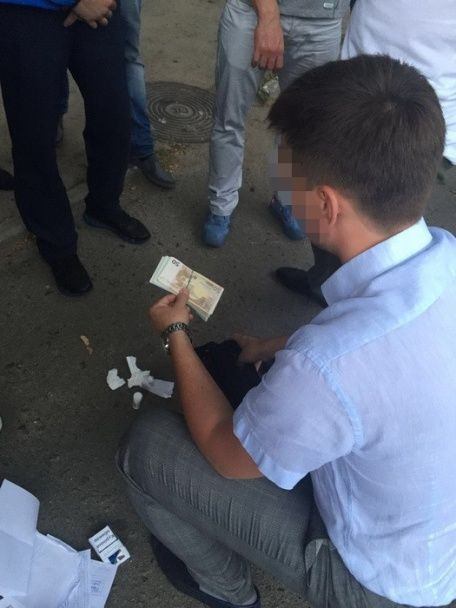 У Києві на хабарі у 8500 євро погорів капітан поліції