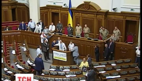 Народним депутатам не вдалося заблокувати роботу ВР