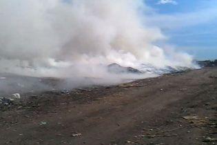 Під Києвом поблизу елітної Конча-Заспи спалахнула пожежа на сміттєзвалищі