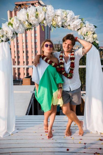 Романтик Анатоліч подарував дружині гавайське весілля до дня народження