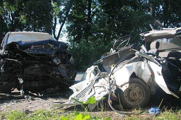 """На Вінниччині """"Славута"""" вилетіла на зустрічну смугу і потужно протаранила Honda"""