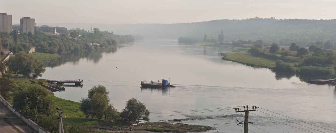 На Прикарпатье вторые сутки в Днестре ищут мужчину, который спас из воды трех детей
