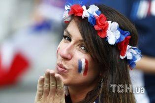 Французькі поцілунки та яскраві німкені. Найкращі вболівальниці Євро за 7 липня