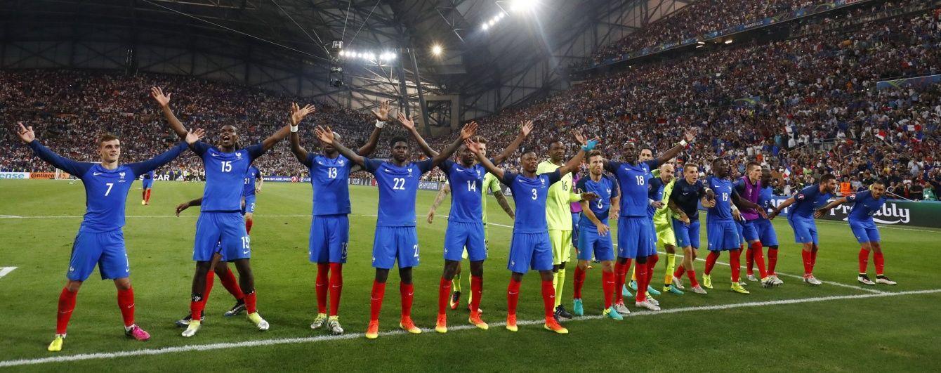 До мурашок. Як збірна Франції з фанатами святкувала вихід у фінал Євро-2016