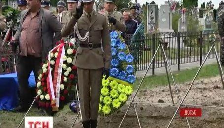 Сенат Польши призвал признать Волынскую трагедию геноцидом