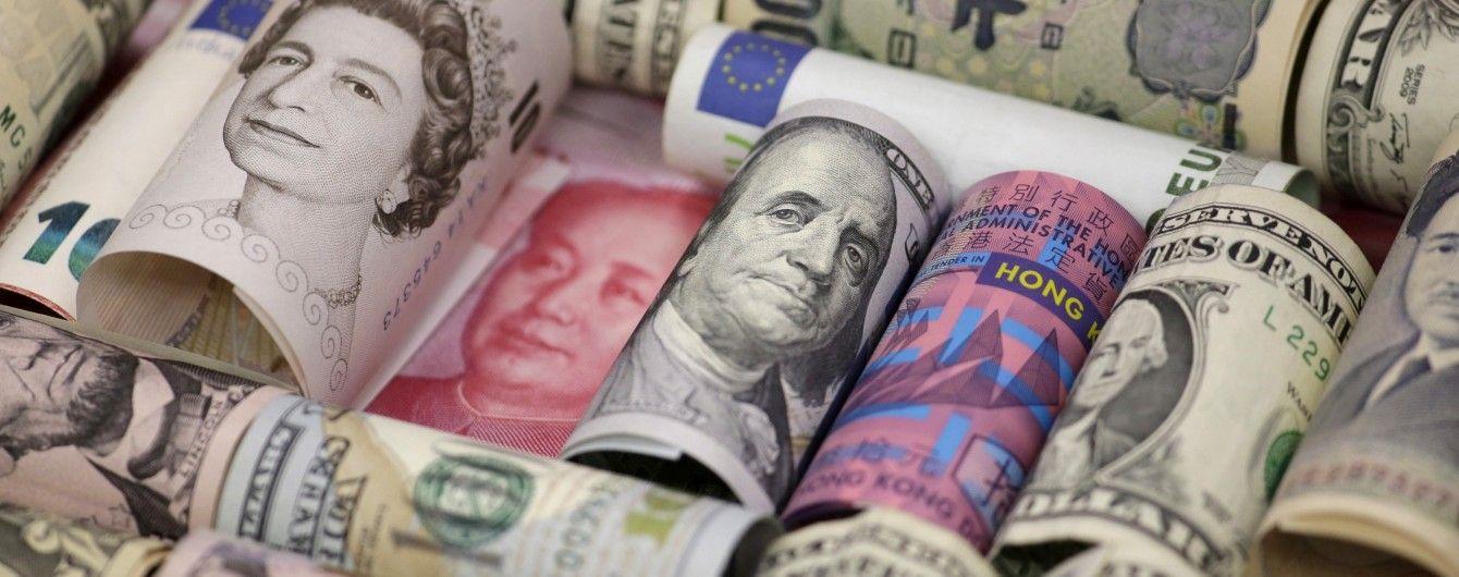 У курсах НБУ на 26 липня долар і євро здешевшали. Інфографіка