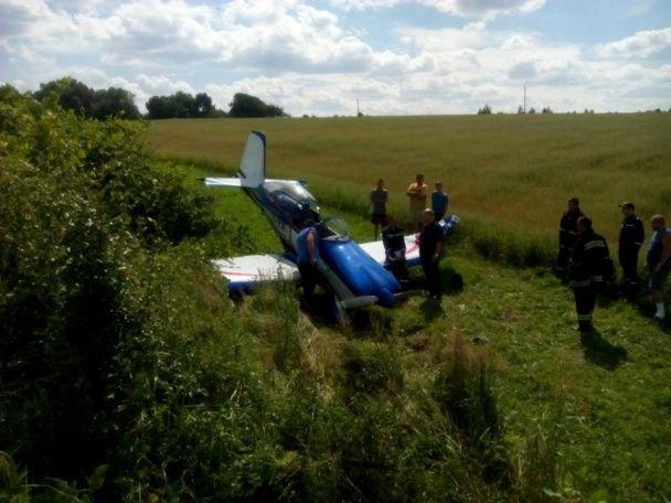 На Львівщині зазнав аварії літак із іноземцями