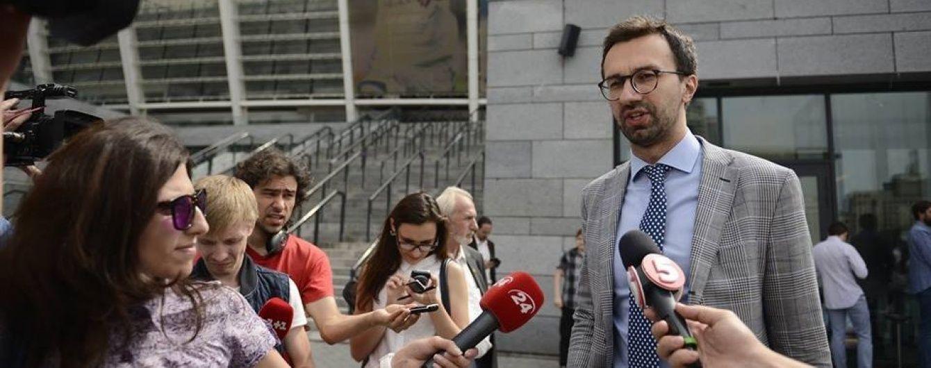 Лещенко запевняє, що полетів до Тбілісі офіційно