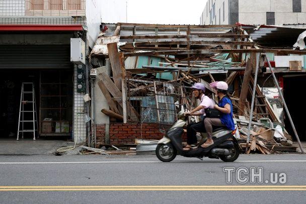 """Зруйновані будівлі й авто """"на плаву"""". Фото наслідків нищівного тайфуну в Китаї"""