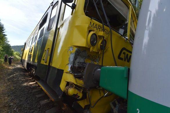 в Чехии врезались два поезда