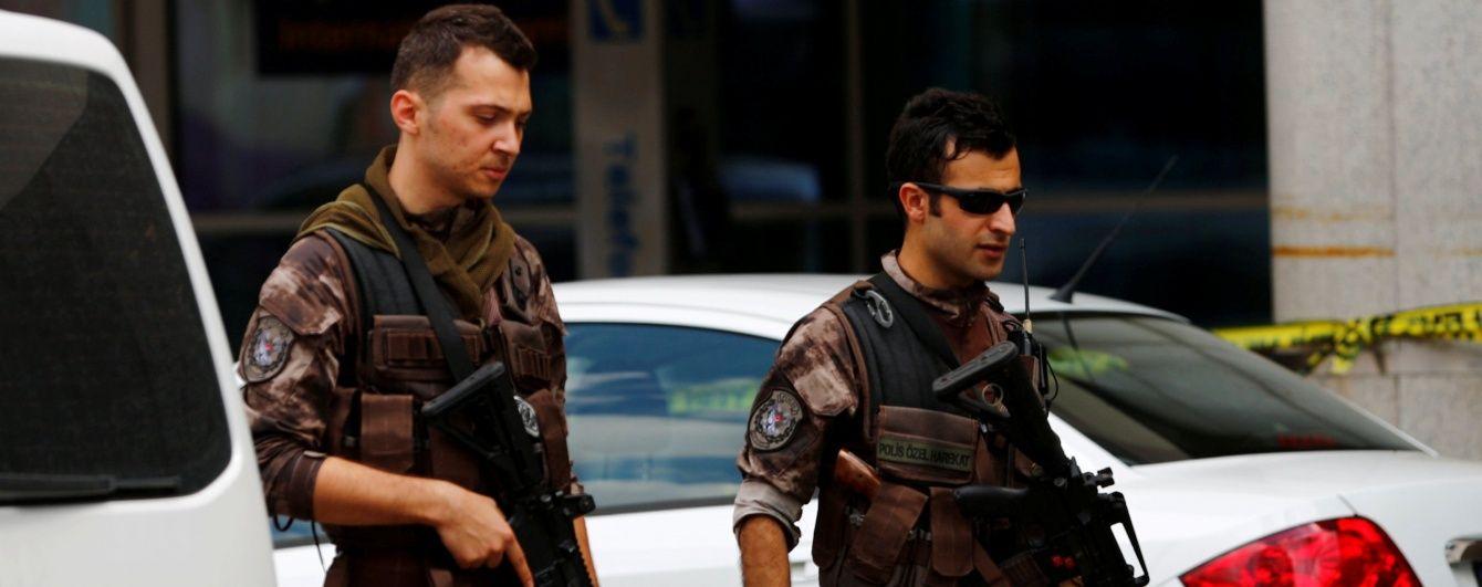 У Туреччині четверо військових підірвалися на дорожній бомбі