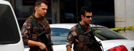 """""""Оливкова гілка"""": турецькі військові вишикувалися у вигляді півмісяця довкола Афріна"""