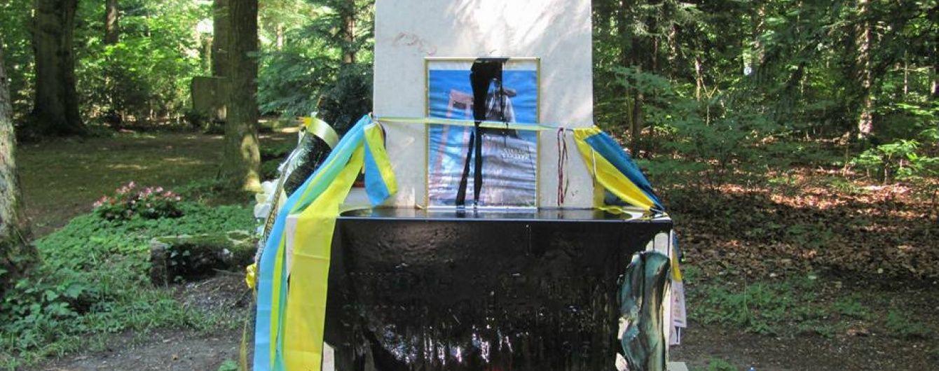 У Мюнхені вандали облили чорною фарбою могилу Бандери
