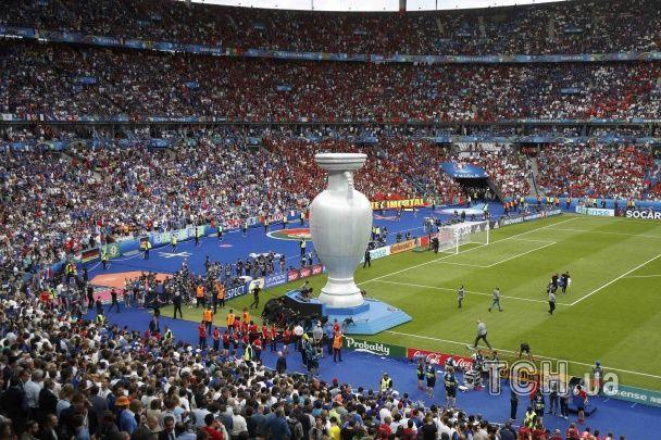 Оркестр, запальний Гетта та велетенський Кубок Делоне. Як у Франції відкривали фінал Євро-2016