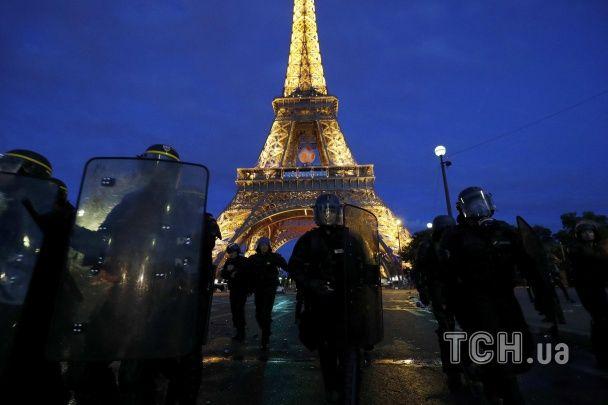 Перед  фіналом Євро-2016 у Парижі відбулися сутички фанатів з поліцією
