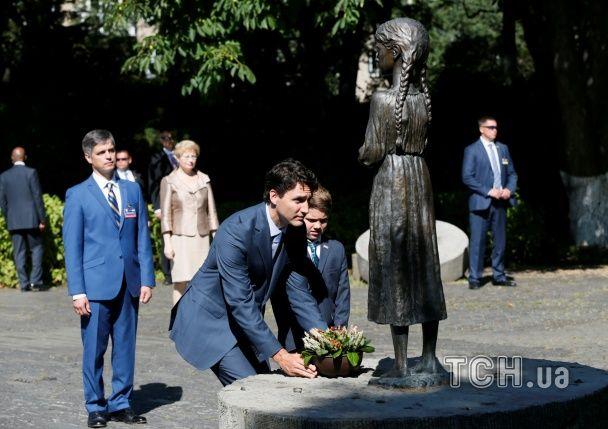 Місцями пам'яті. Прем'єр Канади вшанував у Києві жертв Голодомору та героїв війни