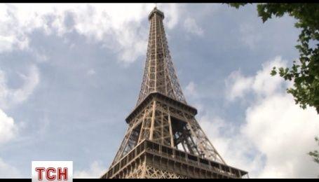 Ейфелеву вежу закрили для туристів через нічні сутички поліції з футбольними уболівальниками