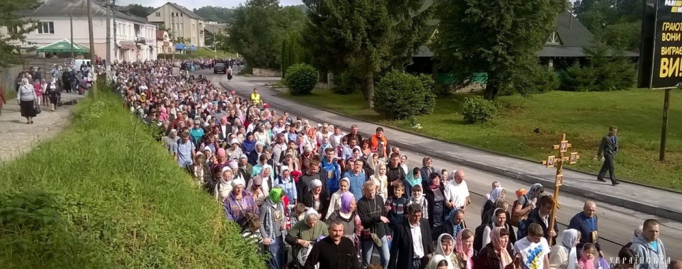 Учасники хресних ходів УПЦ МП відхрестилися від георгіївських стрічок