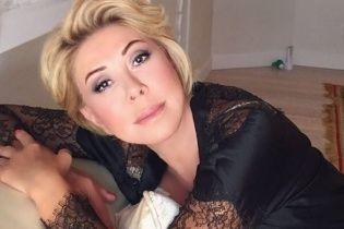 Російську співачку розкритикували  за фото поцілунку із донькою