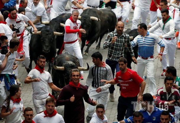 Шалена втеча від розлючених биків та видовищна корида. Іспанська Памплона святкує день міста
