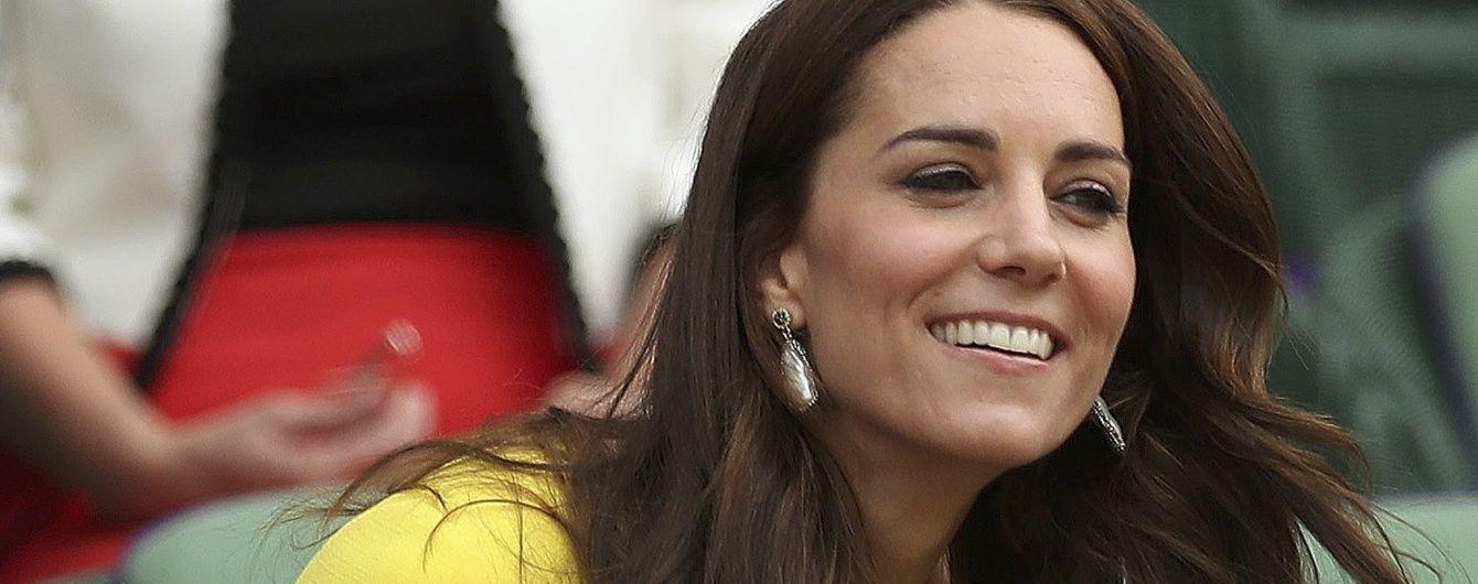 Герцогиня Кембриджская впервые вышла в свет с сумкой от Victoria Beckham