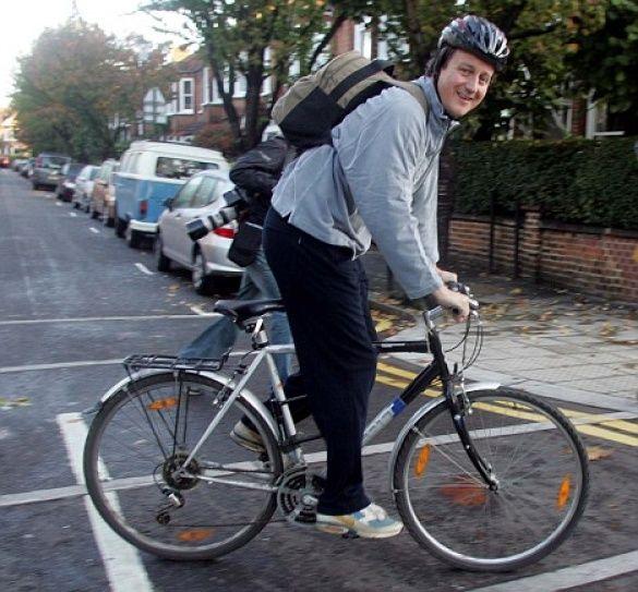 Кемерон на велосипеді