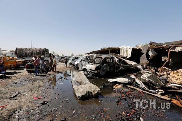 Обгорілі прилавки та потрощені автівки: черговий вибух на ринку Багдада забрав нові життя