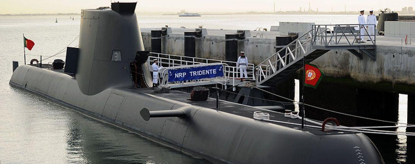 Португальський підводний човен потрапив в сітки французького риболовецького траулера
